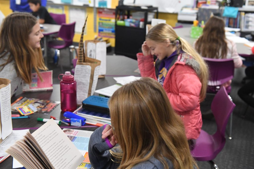 Picture of Emerson Fifth Graders Reading